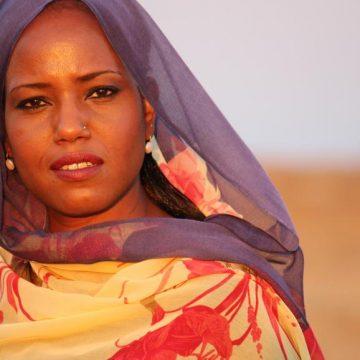 Sous la pression, l'Institut du monde arabe déprogramme une chanteuse sahraouie – RFI