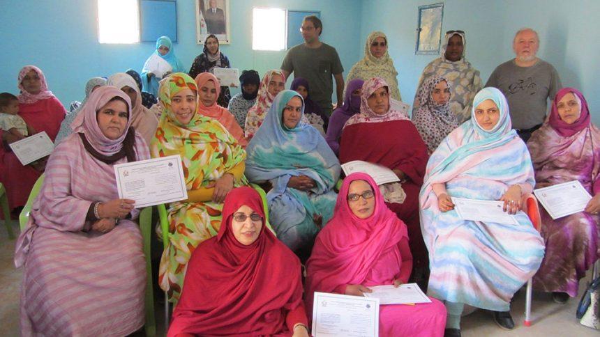 Un profesor de la UPNA ayuda a decenas de mujeres saharauis a llevar agua hasta sus campamentos – Sociedad – Navarra.com