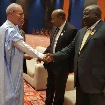 Cumbre extraordinaria de la UA: el Presidente de la República es recibido por el anfitrión de la Cumbre   Sahara Press Service
