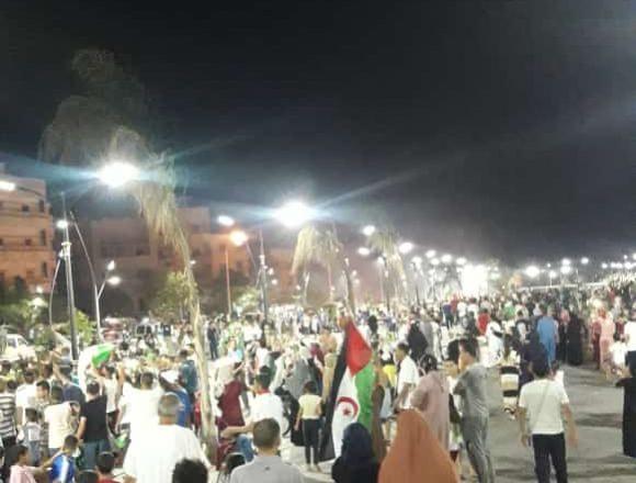 El pueblo saharaui se lanza a las calles de las ciudades ocupadas del Sáhara Occidental 🇪🇭 para celebrar la victoria de Argelia 🇩🇿 y la clasificación a la final de la 🏆 #africacup