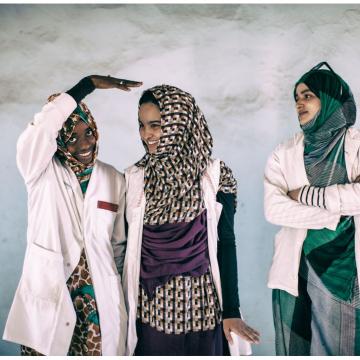 La sala Araba de Vitoria acoge la muestra fotográfica 'En pie entre el polvo y la arena' sobre los jóvenes saharauis